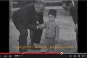 فيديو : كما لم تُشاهدونه من قبل. الحسن الثاني صغيراً يُغني بالفرنسية