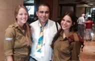 بالصور : ناشط أمازيغي يزور إسرائيل ويلتقي نتانياهو
