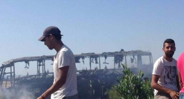 بعد فاجعة طانطان .حافلة على الطريق السيار الرباط -الدار البيضاء تحترق عن آخرها