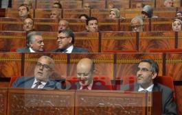 صورة اليوم : بنكيران يجلس الوزير الجديد العماري إلى جانبه في البرلمان