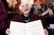 في زمن تسريبات 'الباك' بالمغرب، عجوز ألمانية في سن 102 عاماً تجتاز الامتحانات وتحصل على شهادة الدكتوراه