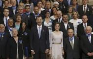 العاهل الاسباني يُوشح مهاجراً مغربياً بوسام الاستحقاق كنموذج للسلوك المُواطن