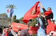 مغاربة يدعوون للتظاهر أمام سفارة فرنسا بعد تعري فرنسيات بباحة مسجد حسان