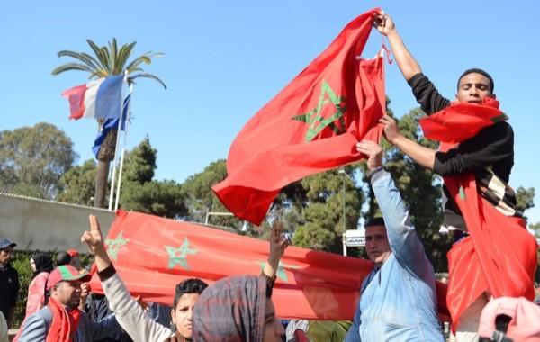 مهاجرون أفارقة يتظاهرون أمام سفارة فرنسا بالرباط على اقتحام مجهولين لسفارة المغرب بباريس