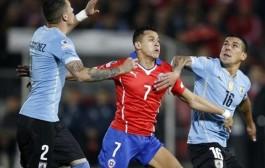 الشيلي يهزم الأوروغواي ويبلغ المربع الذهبي في مباراة مثيرة