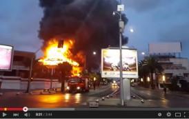 فيديو. حريق مهول يأتي على ملهى ليلي بشاطئ عين الدياب