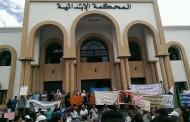 صور. مئات المُتضامنين مع فَتَاتي 'الصَاية' أمام محكمة إنزكان وهذا ما اعترف به ممثل النيابة العامة
