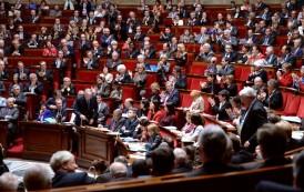 البرلمان الفرنسي يقر قانوناً يمنع توظيف البرلمانيين لزوجاتهم وأبنائهم كمستشارين لهم