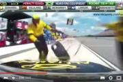 فيديو . سائق سباقات محترف كاد يقتل أعضاء فريقه