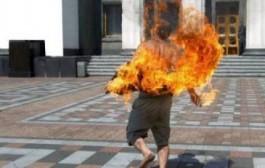 شخص يضرم النار في جسده قرب كوميسارية الراشيدية