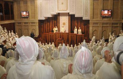 المالكي يلزم البرلمانيين بالجلابيب البيضاء و عدم حمل الهواتف و الحقائب في حفل افتتاح الملك للبرلمان
