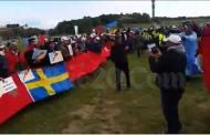 صور وفيديوهات . آلاف المغاربة يتظاهرون باستوكهولم السويدية دعماً لقضية الصحراء