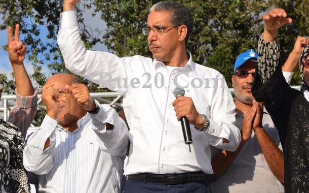 موظف يُهدد باحراق نفسه أمام 'الرباح' بعد تنقيله لعدم ولاءه لـ'العدالة والتنمية'