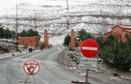وزارة التجهيز تدعو المغاربة لعدم السفر ليلاً بسبب التساقط الكثيف للثلوج وتتملص من القيام بمسؤولياتها