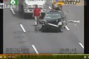 فيديو. نجا من حادثة خطيرة ليلقي حتفه في حادثة ثانية