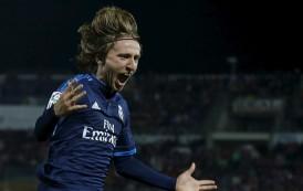 'مودريتش' ينقذ ريال مدريد من تعادل على يد 'العربي' و'برشلونة' يهزم ليفانتي