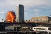 فيديو. اغلاق جسر بلندن بعد انفجار حقيقي لحافلة أثناء تصوير فيلم 'جاكي شان'