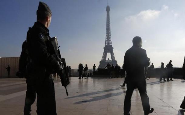 فرنسا تستعد لطرد 731 مغربي بعد تفجيرات باريس الإرهابية
