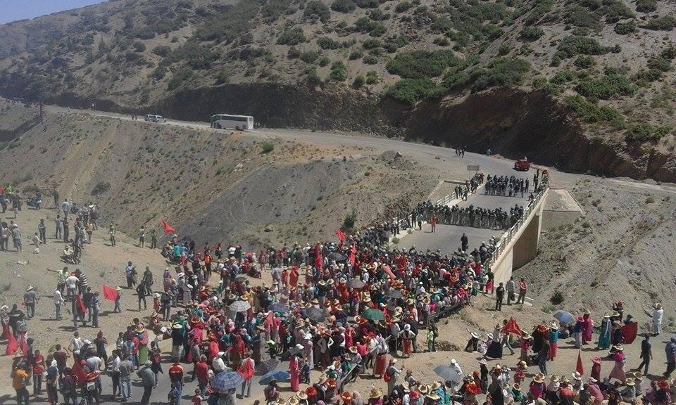 الأمن يعترض مسيرة شعبية لساكنة دواوير 'كتامة' احتجاجاً على نهب نافذين لأراضيهم