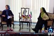 فيديو . إيران تجبر وزيرة البيئة الفرنسية 'سيغولين روايال' على ارتداء الحجاب