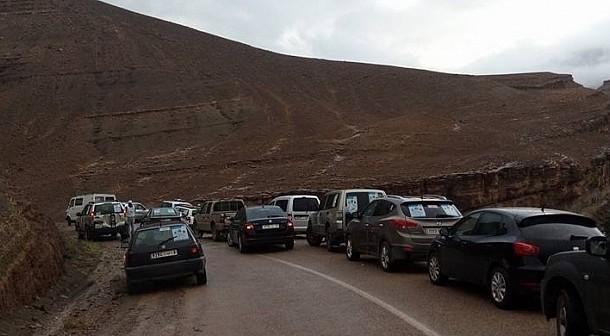 فيديو . بنكيران يؤجل المجلس الحكومي بعد محاصرة الفيضانات لـ 'بوسعيد' و 'مزوار' في جبال امسمرير