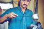 بائع الشاي الباكستاني الفقير.. عيونه الجميلة فعلت به ما لم يتوقع