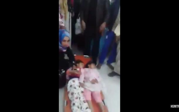 بالفيديو. واشوفو على مُجرم. طبيب يجمع أغراضه ويرفض علاج طفلتين مُمددتين أمامه بالقنيطرة