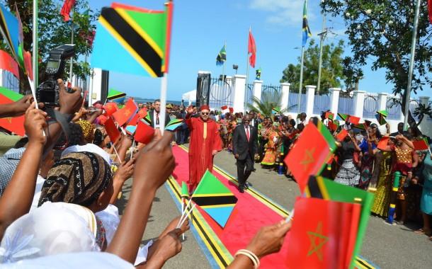 صحف تنزانية : زيارة الملك أنعشت سياحة تنزانيا و الوفد المغربي يصل لـ150 شخصية