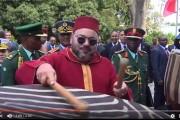 فيديو من زاوية أخرى . الملك محمد السادس يحتفي بتراث تنزانيا بقرع الطبول