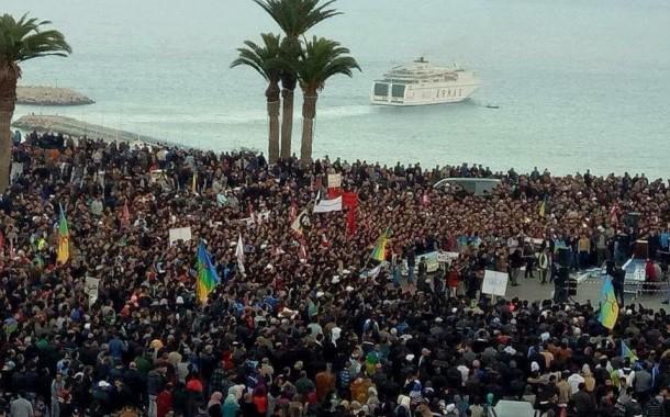صور. الآلاف يحيوون أربعينية 'فكري' بالحسيمة وسط حضور شعبي وتنظيم حضاري نادر