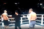 فيديو . لحظة انسحاب 'بدر هاري' بعد إصابته في نزاله أمام الوحش الهولندي