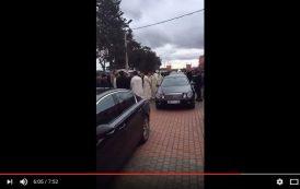 فيديو . لحظة وصول مستشار الملك 'الهمة' لقرية مداغ لحضور جنازة شيخ البودشيشيين