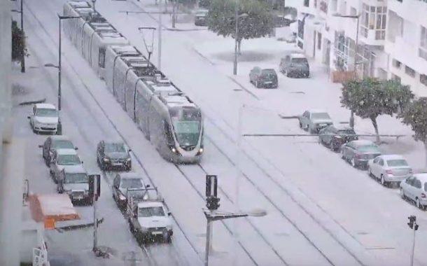 بالفيديو . في مشهد نادر ..العاصمة تكتسي حلةً بيضاء بعد سقوط الثلوج