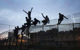 المهاجرون الأفارقة يحركون الجيش بالشمال و الجنرال 'الوراق' يحل بتطوان