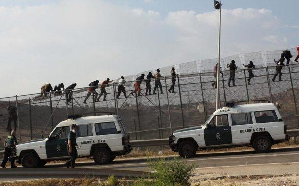 صحيفة جزائرية : المغرب 'أطلق' الأفارقة على إسبانيا للضغط على الإتحاد الأوربي