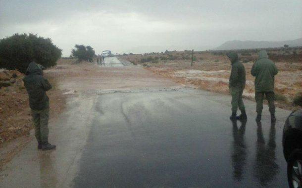 صور و فيديو | كلميم معزولة عن العالم بعد انقطاع الطرق وانهيار قناطر بسبب فيضانات الأودية