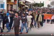 فيديو . آلاف المحتجين في مسيرة لأكثر من 30 كلومتر سيراً على الأقدام من بلدة تماسينت إلى الحسيمة