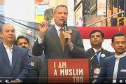 فيديو . عمدة نيويورك يدعم المسلمين ضد 'ترامب' و يصرخ : أنا مسلم