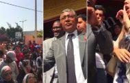 فيديوهات | طلبة مغاربة يقتحمون سفارة المملكة بالسينغال احتجاجاً على تهاونها في حمايتهم بعد مقتل زميل لهم ومطالب بإقالة السفير