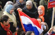 هولنديون يدعمون المغاربة بعد تعهد النائب اليميني المتطرف فيلدرز بإغلاق المساجد