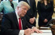 ترامب يواصل خنق المهاجرين بتوقيع مرسوم إصلاح نظام تأشيرات العُمّال