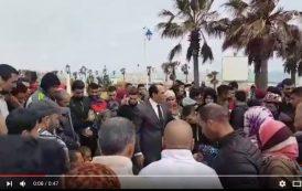 فيديو . عامل إقليم المضيق يحاور غاضبين احتجوا على وفاة سيدة بمعبر سبتة