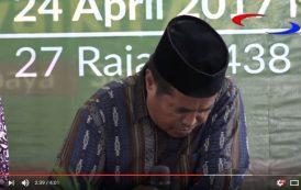 فيديو . وفاة قارئ إندونيسي وهو يتلو القرآن
