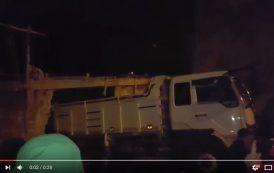 فيديو . مصرع عاملين بورش للبناء بالمضيق بعد أن دهستهما شاحنة