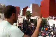 فيديو.لحظة محاصرة الزفزافي وهو يخاطب أنصاره من فوق أحد المنازل