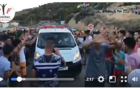 """فيديو . لحظة استقبال جثمان """"عماد العتابي"""" بالزغاريد في المقبرة"""