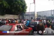 فيديو . إغلاق معبر فرخانة المؤدي لمليلية و مواطنون يتجمهرون أمام البوابة