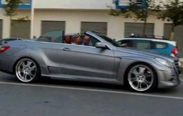 الهمة يعود للركوب مع الملك في سيارته الخاصة بشمال المملكة