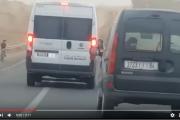 فيديو . سيارة تابعة لجماعة بني ملال تتجاوز باقي السيارات في خط متصل و كادت تتسبب في كارثة
