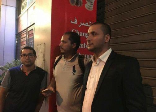 السيبة. عصابات سائقي سيارات الأجرة بالدارالبيضاء تحتجز صحافيين وتهددهم لتصوير هجومهم الوحشي على سيارة 'أوبر'